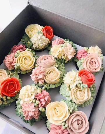 Floral Buttercream Cupcake Gift Set