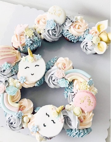 Unicorn-themed Letter / Number Pull-apart Cupcakes