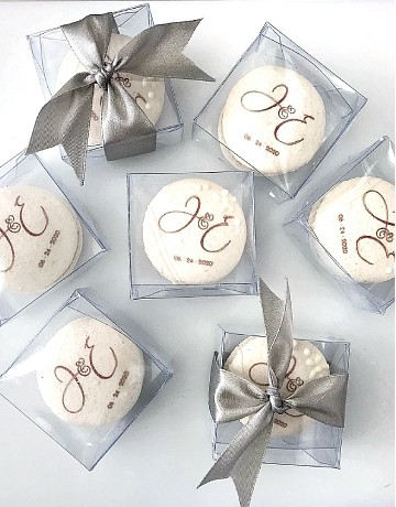 Macarons (with custom edible print)